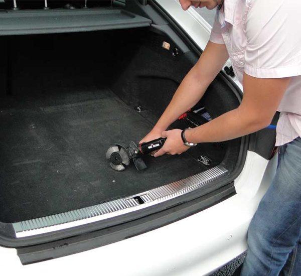 Nettoyage coffre auto - Brosseuse pro